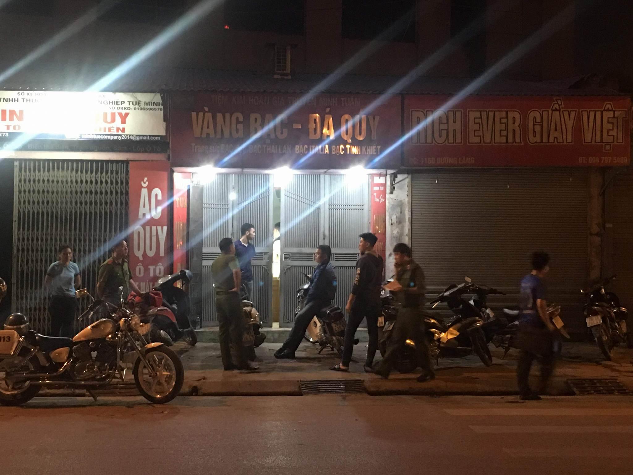 Người dân chứng kiến kể lại vụ cướp tiệm vàng táo tợn trong đêm 1