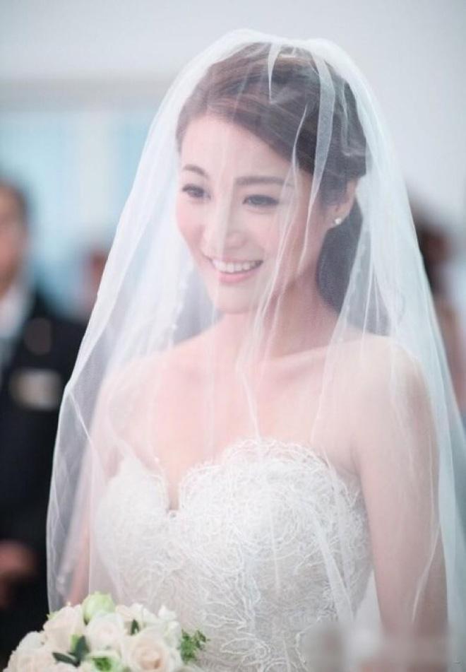 Cuộc sống xa hoa, tiền tiêu như nước của mỹ nhân TVB: Chồng hứa thưởng 300 tỷ nếu sinh con 5