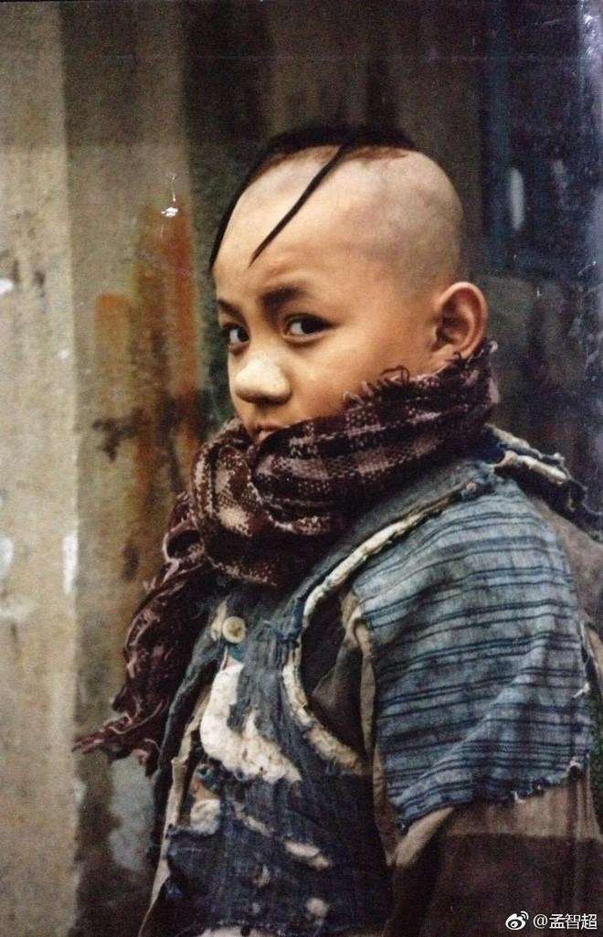 Cuộc đời đáng thương của diễn viên nhí thủ vai Tam Mao năm nào: Sự nghiệp lận đận hơn 2 thập kỷ vẫn không ai biết tới, từng mắc bệnh lạ phải bỏ nghề diễn 5