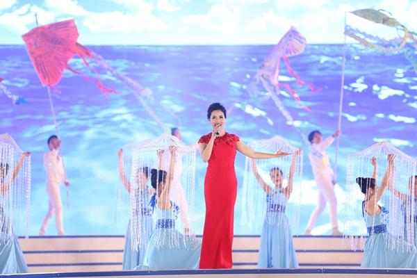 """Dàn mẫu bikini """"làm nóng"""" Lễ hội du lịch biển Sầm Sơn 2018 7"""