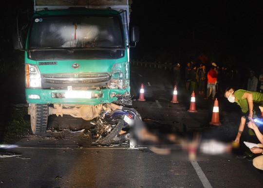 Hiện trường kinh hoàng vụ 4 học sinh tử vong sau khi đâm vào xe tải đậu bên đường 2