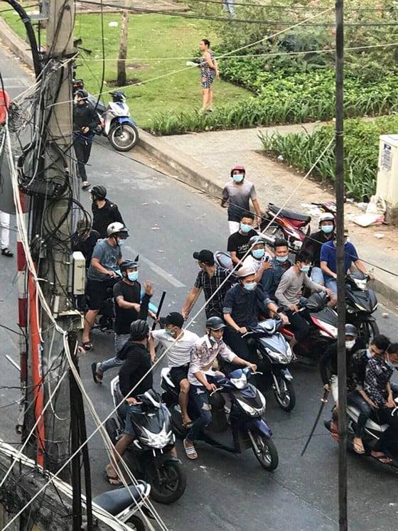 Vụ 30 thanh niên cầm mã tấu truy sát ở Sài Gòn: Tạm giữ 5 giang hồ có