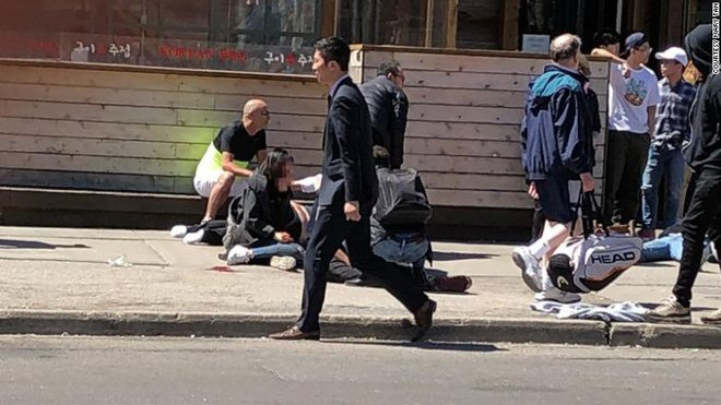 Du học sinh Việt tại Canada hoang mang sau vụ xe điên đâm chết 10 người đi bộ 1
