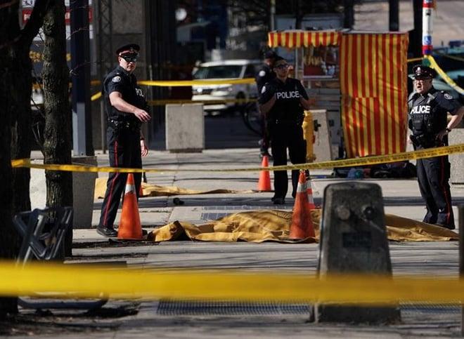 Du học sinh Việt tại Canada hoang mang sau vụ xe điên đâm chết 10 người đi bộ 2