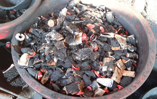 Thu giữ 3 tấn tạp chất cà phê nhuộm pin tại kho nông sản ở Bình Phước 2