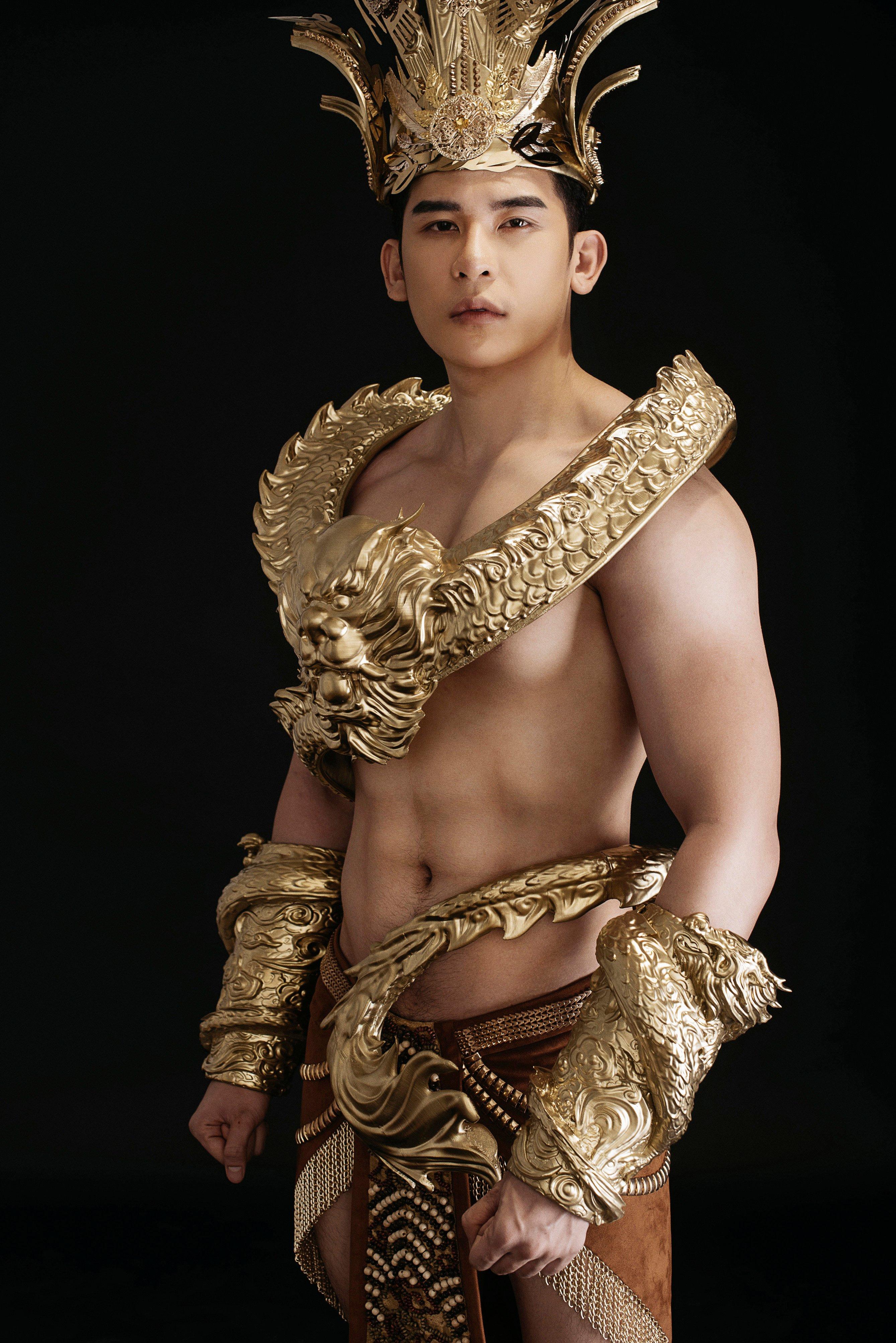 Siêu mẫu Trần Minh Trung diện trang phục dát vàng nặng 40kg dự thi Mister International 6