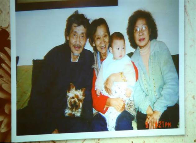 """Nữ đạo diễn""""Bao Thanh Thiên"""" qua đời ở tuổi 80 và câu chuyện tình 1 chồng 2 vợ đằng sau 2"""