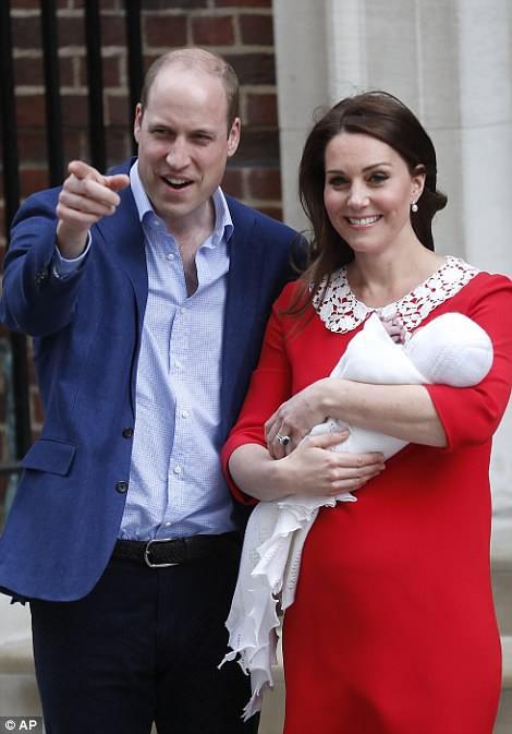 Lộ diện những hình ảnh đầu tiên của Hoàng tử út: Giống anh cả George và chị Charlotte như tạc! 2