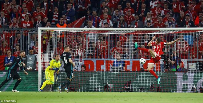 Ronaldo 'lặn sâu', Real Madrid vẫn suýt 'giải quyết gọn' Bayern Munich ngay lượt đi 4