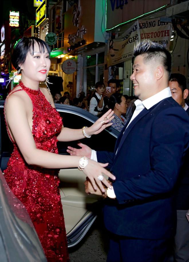 Được trai đẹp đưa đi sự kiện, Phi Thanh Vân xuất hiện với gương mặt khác lạ 5