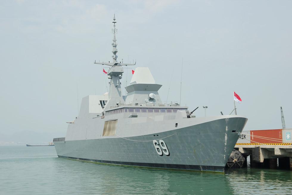 Tàu khu trục tên lửa Hải quân Singapore cập cảng Tiên Sa 1