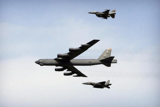 Nóng: Mỹ điều B52 đến gần biển Đông 1