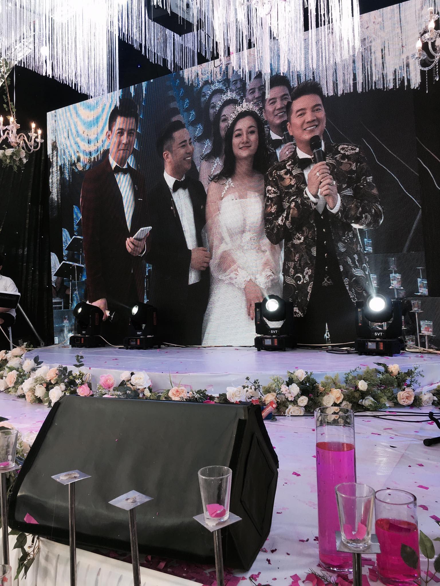 Mr. Đàm, Lam Trường lặn lội về tận quê Hữu Công dự đám cưới, có cả dàn vệ sĩ thắt chặt an ninh ở sự kiện 2