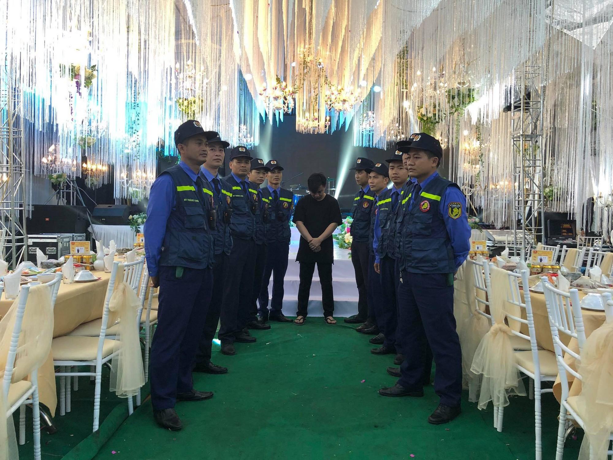 Mr. Đàm, Lam Trường lặn lội về tận quê Hữu Công dự đám cưới, có cả dàn vệ sĩ thắt chặt an ninh ở sự kiện 9