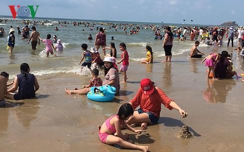 Gần 30 trẻ tắm biển ở Vũng Tàu bị lạc 2
