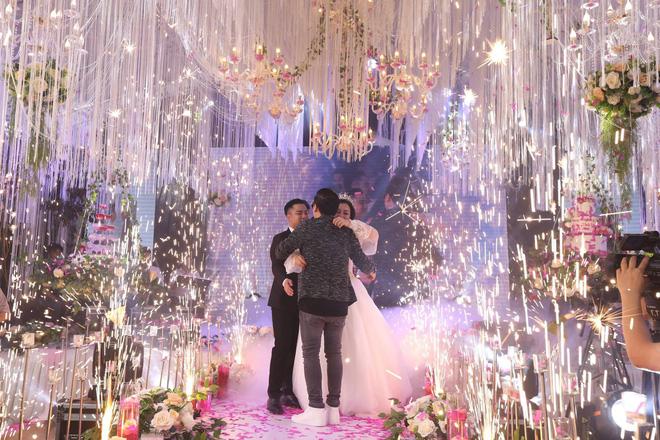 Hữu Công tiết lộ chi 2 tỷ cho đám cưới