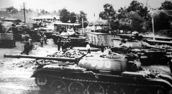 Xe tăng 390 húc đổ cổng Dinh Độc Lập: Tại sao đại đội phó kỹ thuật lại đi nạp đạn xe tăng? 1