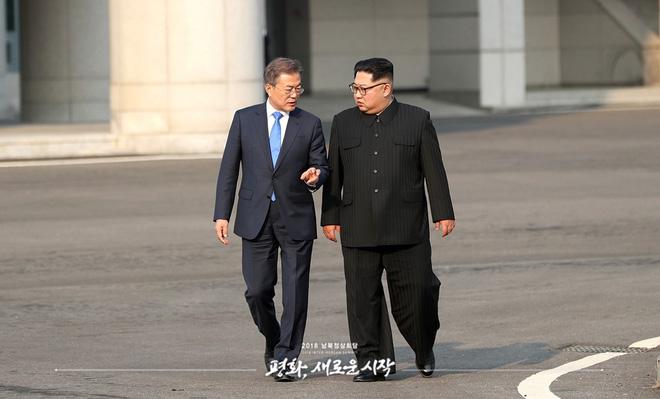 Hậu trường Thượng đỉnh: Tôn trọng đối phương, ông Kim Jong-un lẳng lặng ra ngoài hút thuốc 1