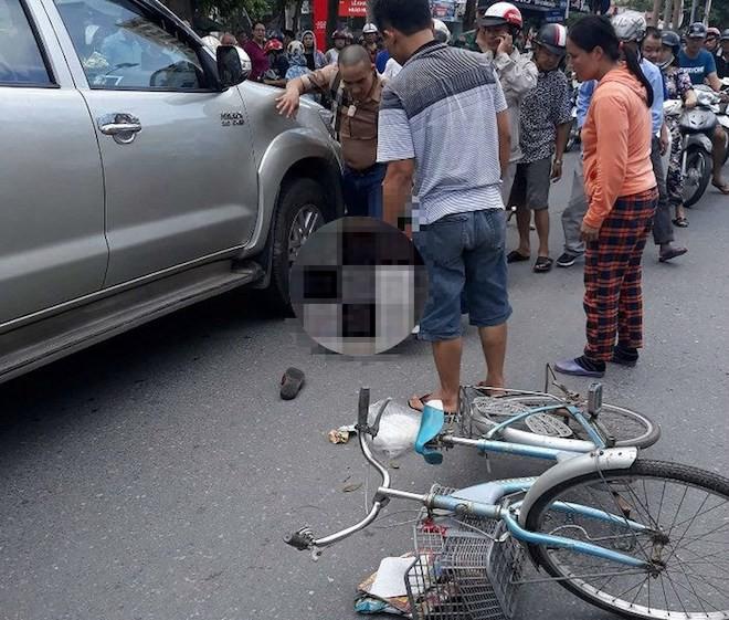 Trước khi lùi xe đâm chết cụ bà, tài xế ô tô bán tải đã cãi nhau với vợ 2