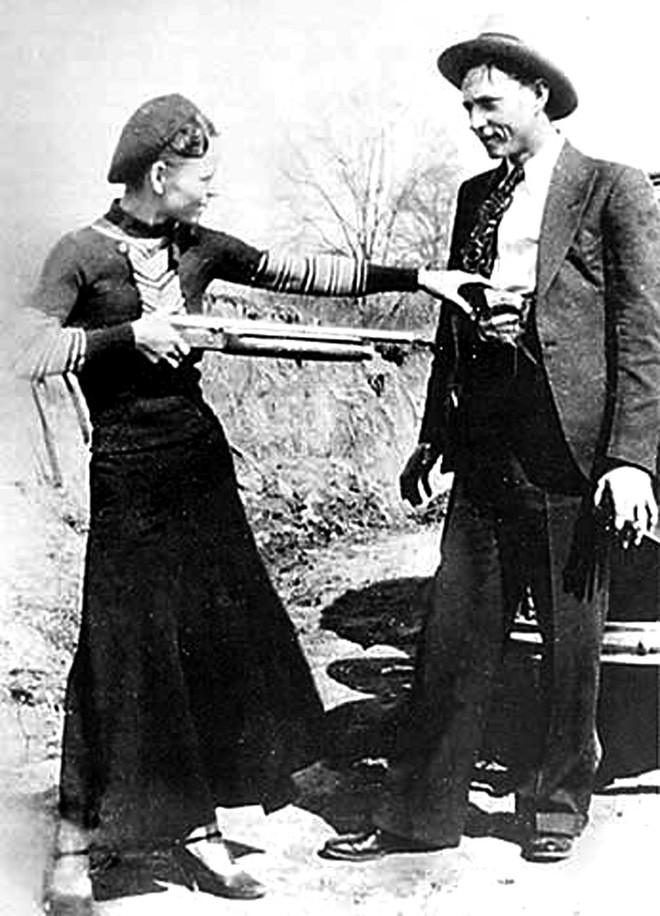 Bonnie và Clyde: Cặp sát thủ nổi tiếng khiến nước Mỹ khiếp sợ, chết đi mới hoàn thành tâm nguyện, được hàng ngàn người đưa tang 7
