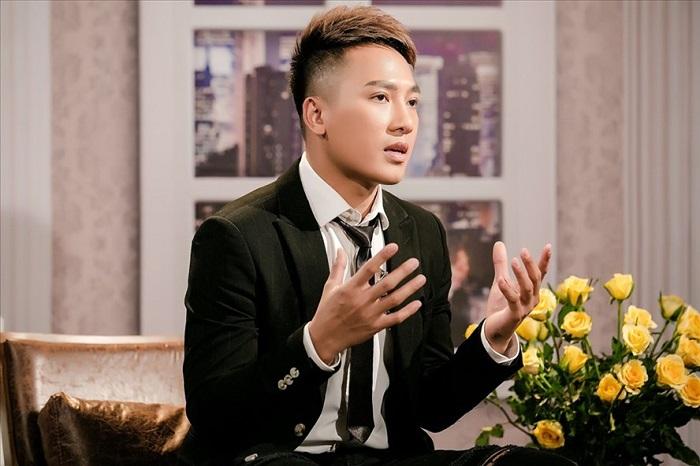 Tiết lộ sốc của ca sĩ Châu Khải Phong bị đại gia đồng tính gạ tình, gợi ý đổi chác 1