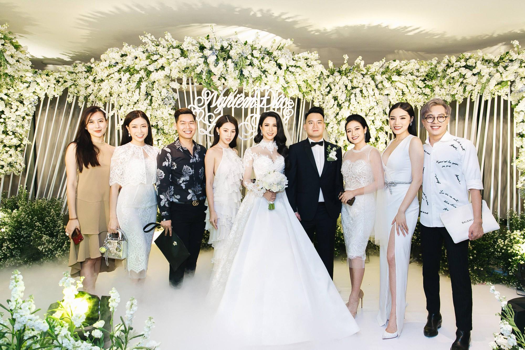 Cường Đô La và bạn gái Đàm Thu Trang cùng nhau đến chúc mừng đám cưới của Diệp Lâm Anh 3