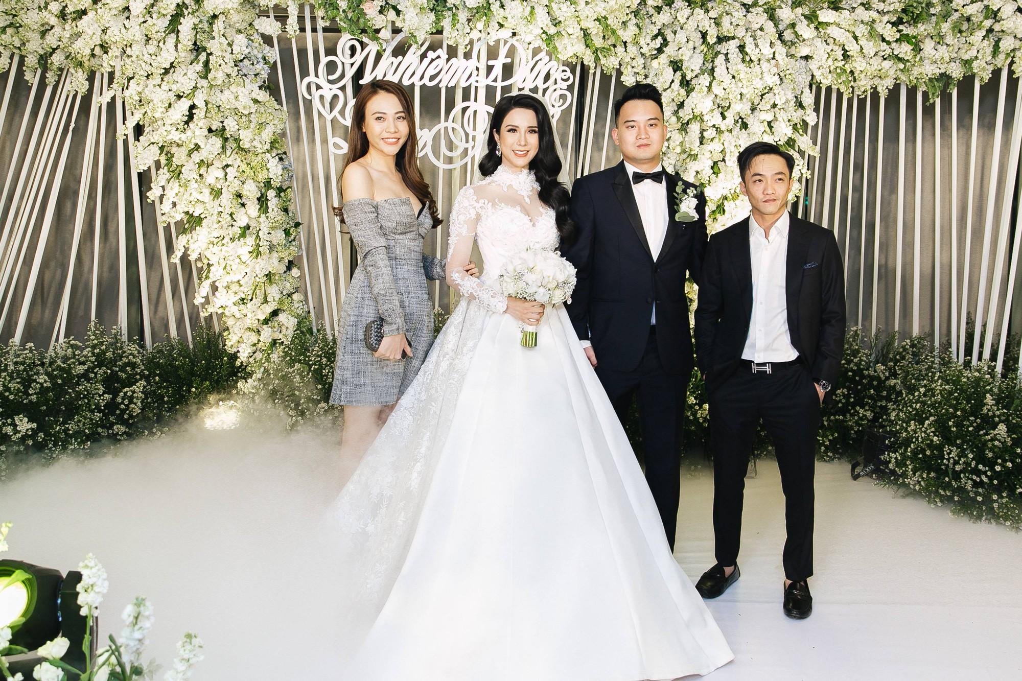 Cường Đô La và bạn gái Đàm Thu Trang cùng nhau đến chúc mừng đám cưới của Diệp Lâm Anh 4