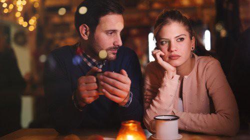 Một lần cho đồng nghiệp nữ đi nhờ xe ô tô, chồng đối mặt với lời đề nghị ly hôn từ vợ 2