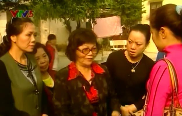 Dân mạng bỗng 'đào' lại cảnh phim huyền thoại về những bà hàng xóm chuyên thêu dệt những điều vi diệu 6