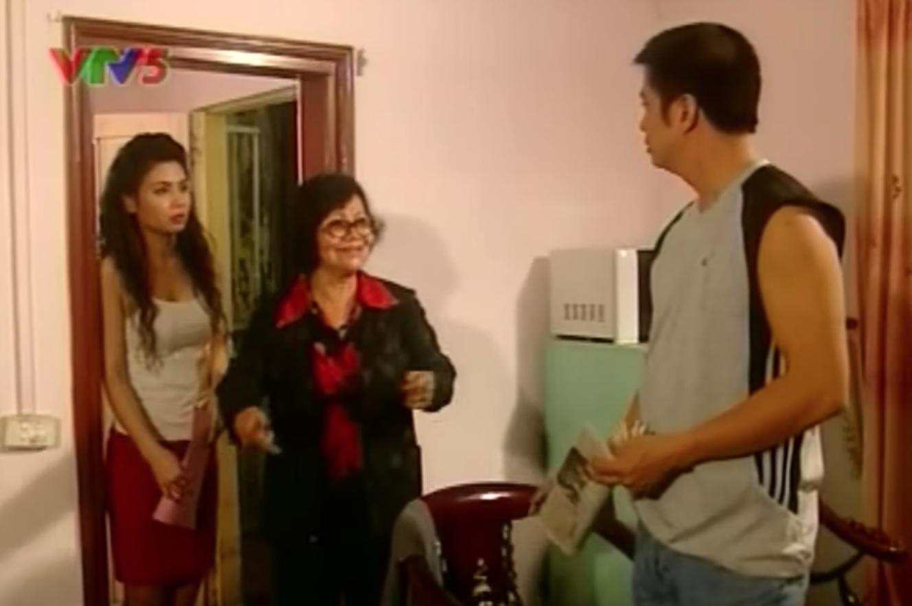 Dân mạng bỗng 'đào' lại cảnh phim huyền thoại về những bà hàng xóm chuyên thêu dệt những điều vi diệu 2