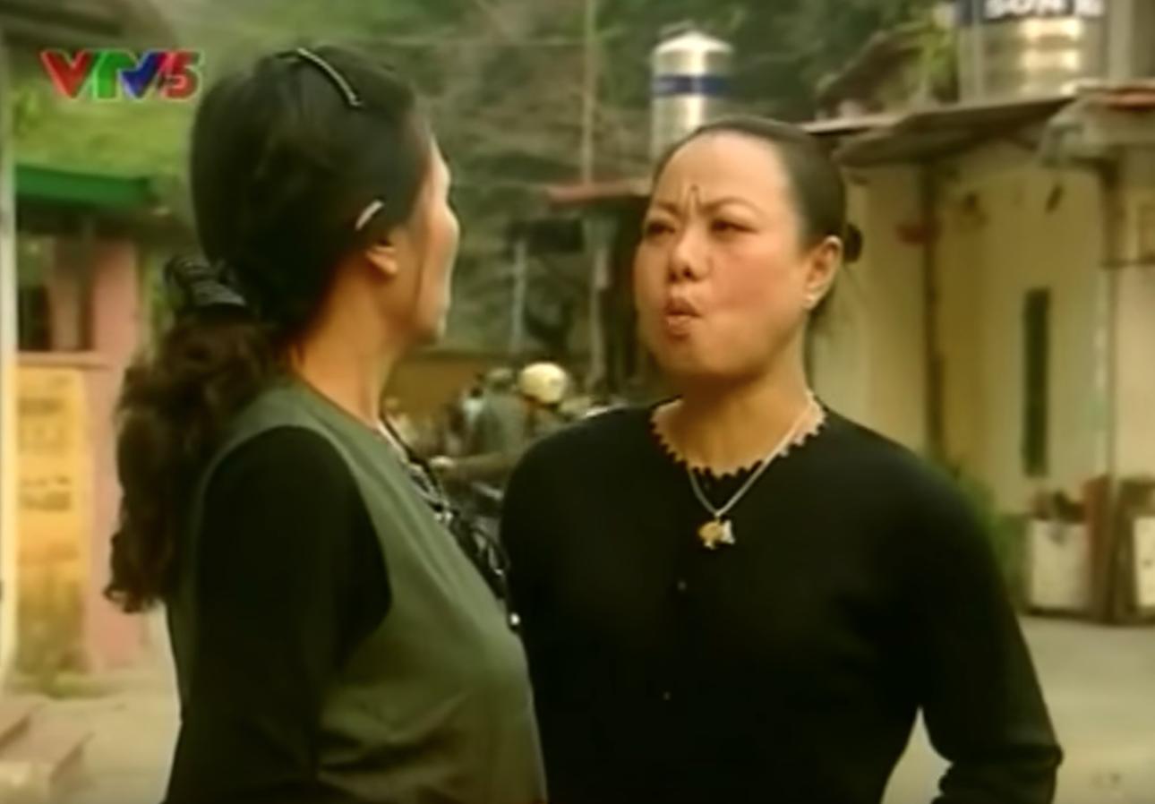 Dân mạng bỗng 'đào' lại cảnh phim huyền thoại về những bà hàng xóm chuyên thêu dệt những điều vi diệu 4