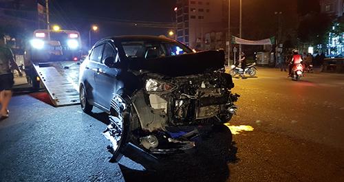 Tài xế ô tô bị người dân vây đánh vì gây tai nạn liên hoàn còn tỏ ra thách thức 1