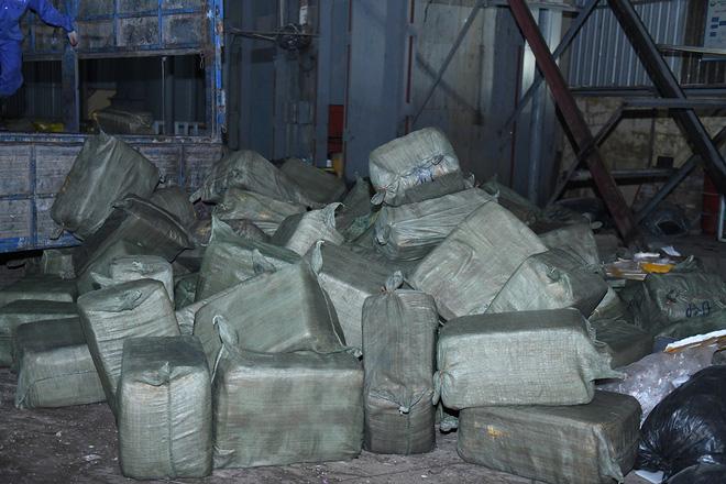 Cận cảnh hơn 10 tấn nầm lợn bốc mùi hôi bị bắt giữ và tiêu hủy ở Hà Nội 6