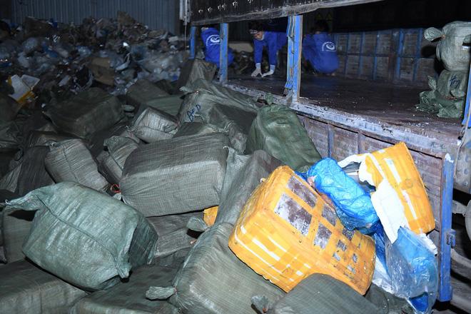 Cận cảnh hơn 10 tấn nầm lợn bốc mùi hôi bị bắt giữ và tiêu hủy ở Hà Nội 2