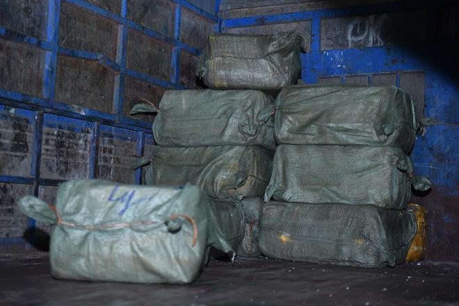 Cận cảnh hơn 10 tấn nầm lợn bốc mùi hôi bị bắt giữ và tiêu hủy ở Hà Nội 5