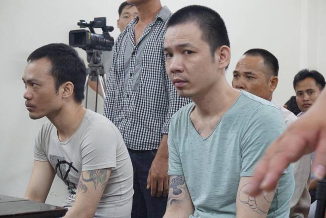 Xét xử 2 tử tù trốn trại: Bị còng tay, cùm chân vẫn nhoẻn miệng cười, nháy mắt 1