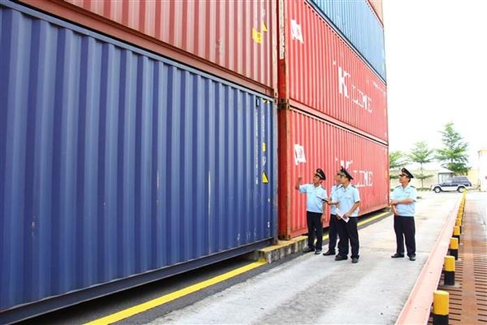 118 container chứa xe BMW không ai nhận ở cảng hơn 1 năm 2