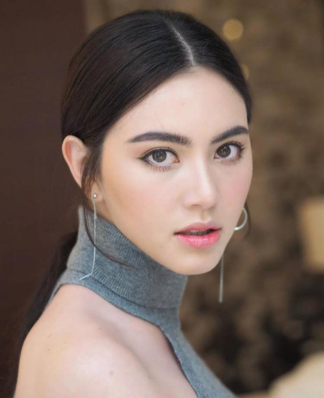 Trọn vẹn sắc vóc cùng gu thời trang 'không phải dạng vừa' của nhân vật nữ trong MV mới Sơn Tùng MT-P 1