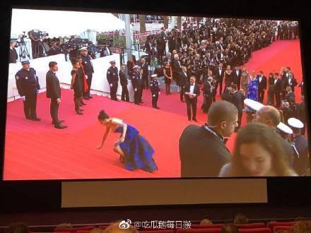 Đến hẹn lại lên: Hoa hậu Quý bà Trung Quốc ngã sõng soài tại thảm đỏ Cannes, cố tình khoe vòng một như muốn 'trào ra' 3