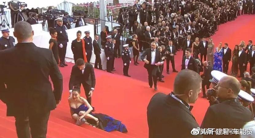 Đến hẹn lại lên: Hoa hậu Quý bà Trung Quốc ngã sõng soài tại thảm đỏ Cannes, cố tình khoe vòng một như muốn 'trào ra' 6