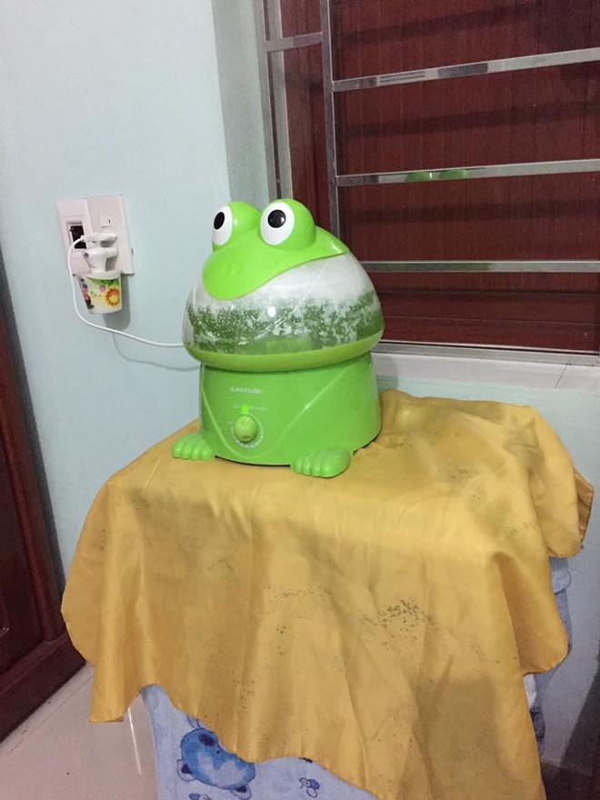 Vợ trẻ nhờ chồng đổ nước vào con ếch phun sương, anh chồng ngáo ngơ làm đúng yêu cầu nhưng cái kết lại bi hài 2
