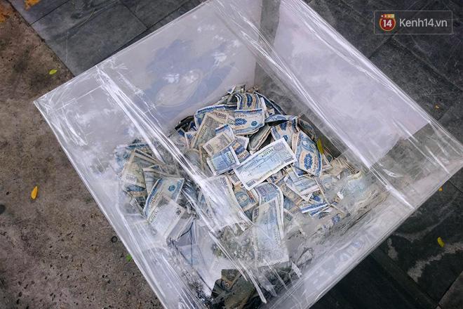 Những câu chuyện phía sau thùng tiền Bạn gặp khó khăn, lấy 3 tờ ở Sài Gòn: Từng có nhóm thanh niên đem bịch nilon tới hốt! - Ảnh 5.