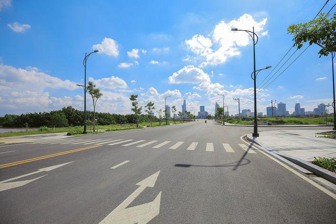 Cận cảnh con đường 'dát kim cương' với chi phí 1.000 tỷ đồng/km của Đại Quang Minh 4