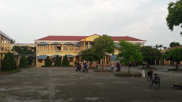 Hình ảnh Bắt tạm giam nguyên Hiệu trưởng trường Tiểu học Đặng Cương vì lạm thu số 1