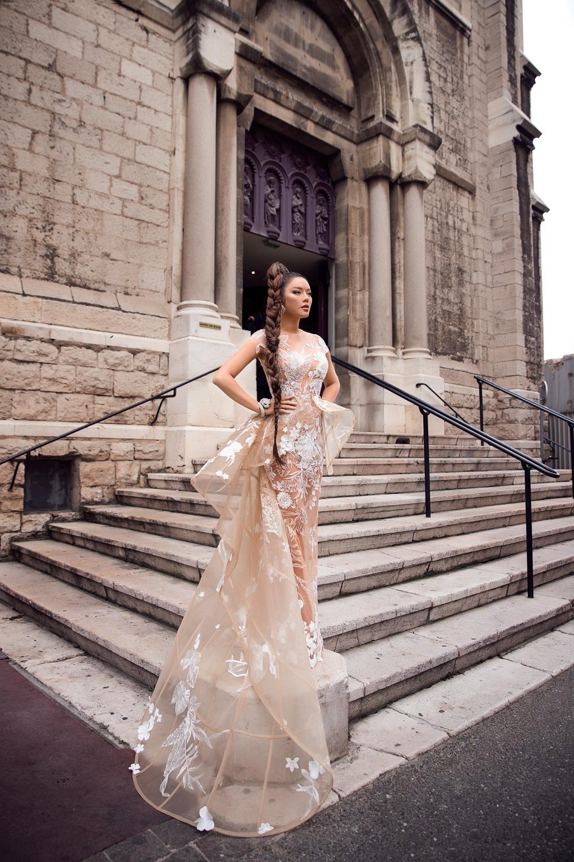 Lý Nhã Kỳ làm bà hoàng chiếm trọn vẹn spotlight trong ngày 2 tại LHP Cannes 9