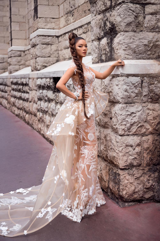 Lý Nhã Kỳ làm bà hoàng chiếm trọn vẹn spotlight trong ngày 2 tại LHP Cannes 8