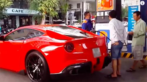 Cường Đô la đi đổ xăng cho siêu xe, gặp người bán vé số và hành động sau đó cực đáng mặt đại gia 1