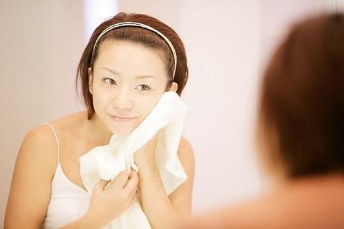 Hình ảnh Giữ những thói quen sai lầm này khi rửa mặt khiến da sần sùi, mụn nổi chi chít số 4