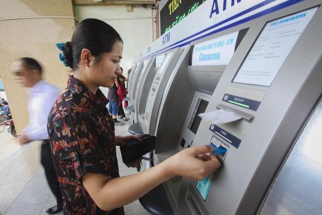 Ngân hàng đồng thuận chưa tăng phí thẻ ATM 1