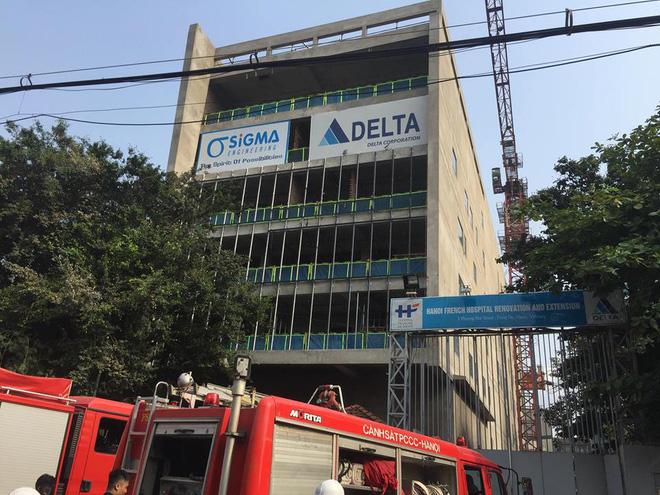 Cháy công trình xây dựng ở Bệnh viện Việt Pháp, hàng chục xe máy hư hỏng 3